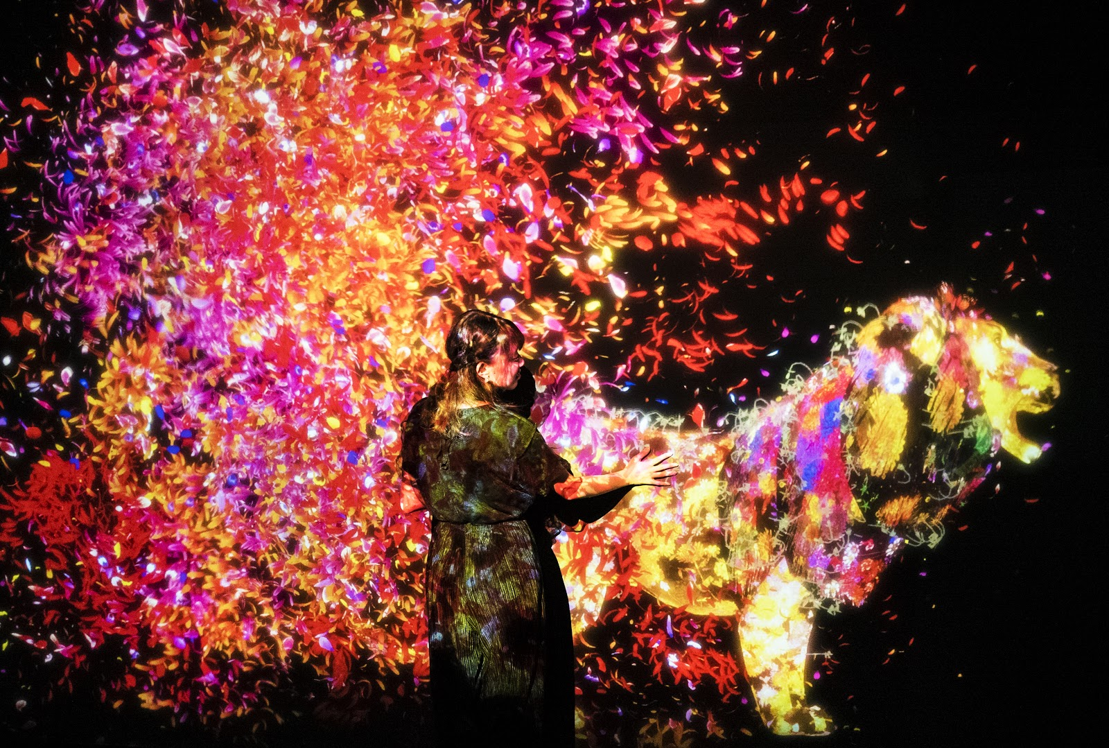 『チームラボ 学ぶ!未来の遊園地と、花と共に生きる動物達』名古屋市科学館